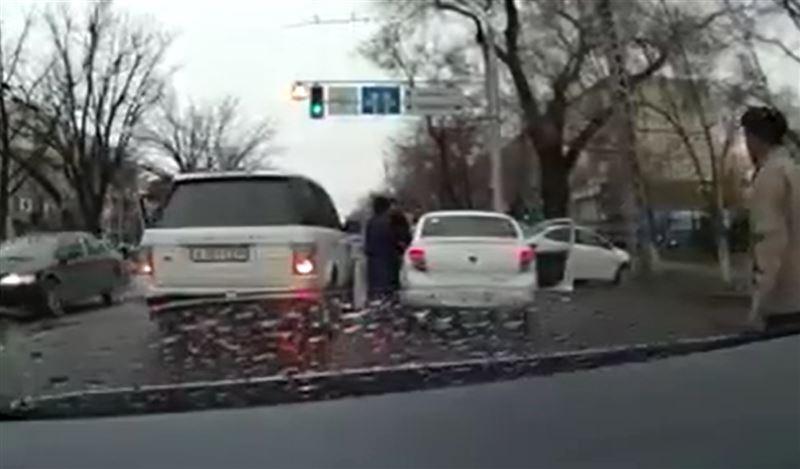 Люди из Range Rover побили водителя Lada Granta в Алматы