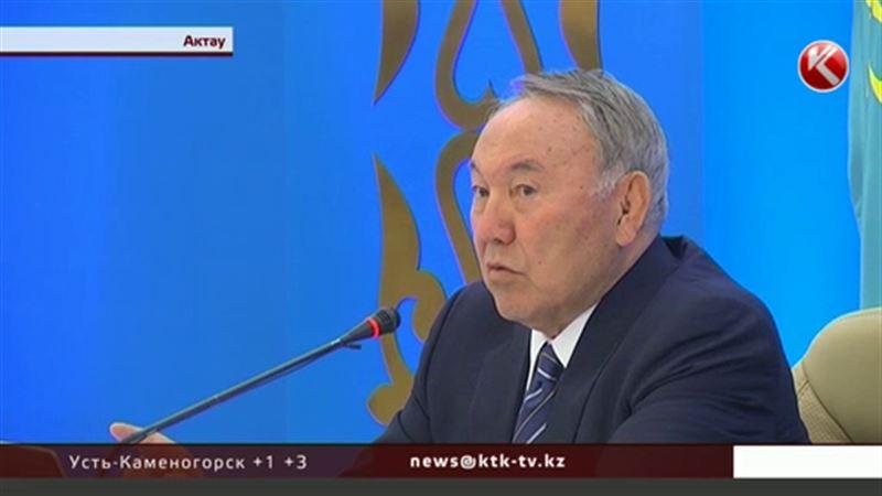 Назарбаева назвали в Актау лучшим президентом и позвали на свадьбу
