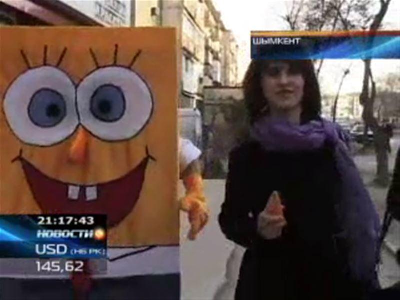 В Шымкенте активисты молодежной информационной службы провели необычный флешмоб