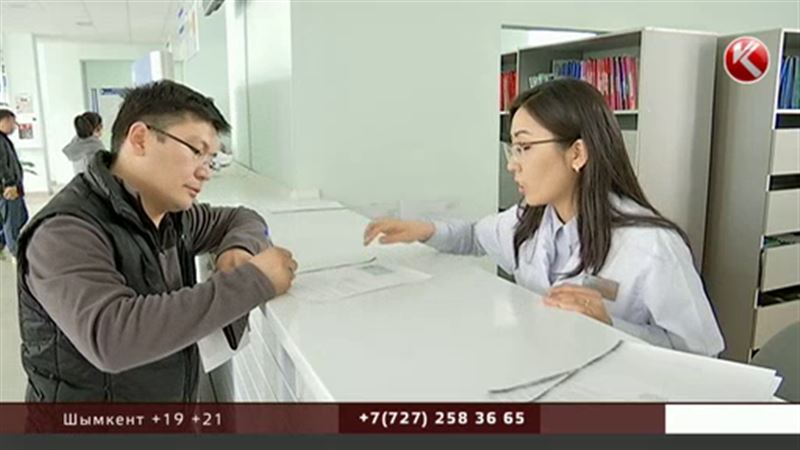 Все в больницу: казахстанцы должны сообщить, кто будет делать за них обязательные страховые взносы