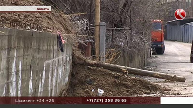 Оползень в Алматы едва не разрушил несколько домов