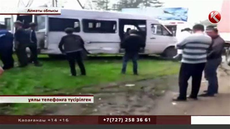 Алматы маңындағы жол апатында 12 адам жараланды
