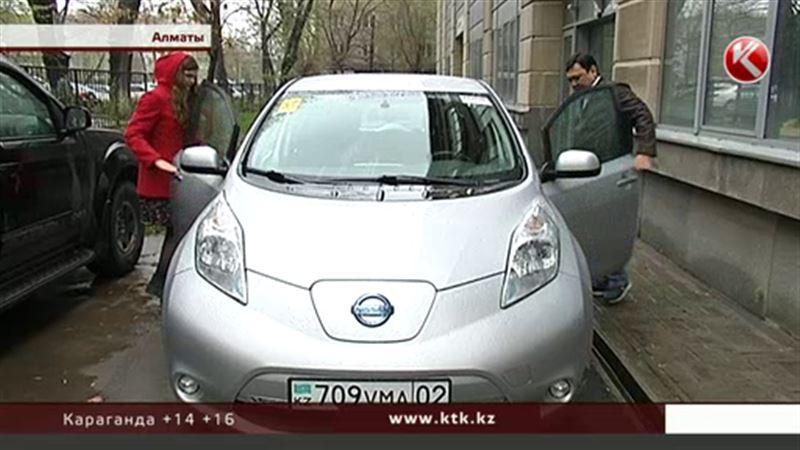 ЭКСКЛЮЗИВ: Казахстан не готов к электромобилям – владельцы тянут зарядку через подъезды