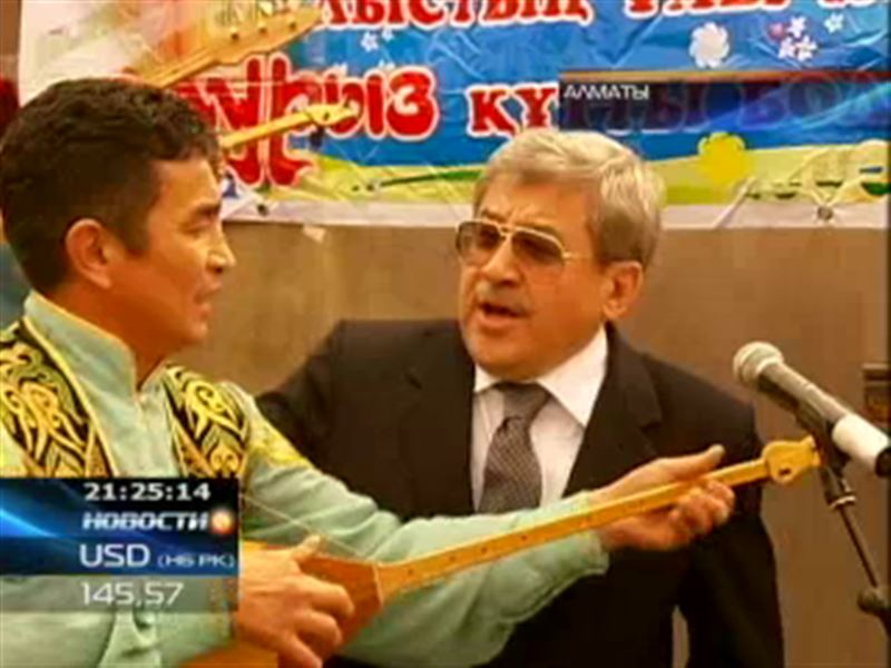 Сенатор Гани Касымов снова запел