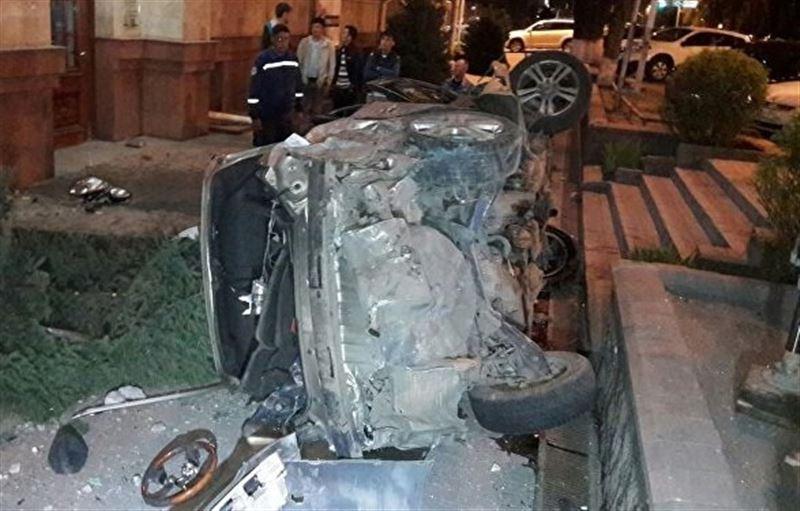 Два внедорожника столкнулись в Алматы