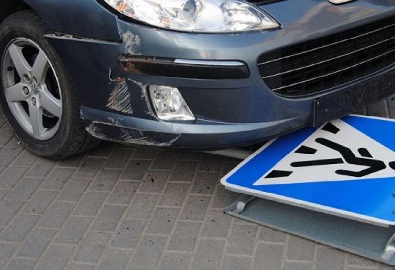 В Алматы водитель сбил двух пьяных пешеходов
