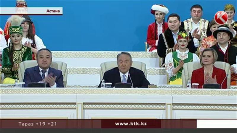 Назарбаев айтыскер ақындарға  көп жағымпаздана бермеуге кеңес берді