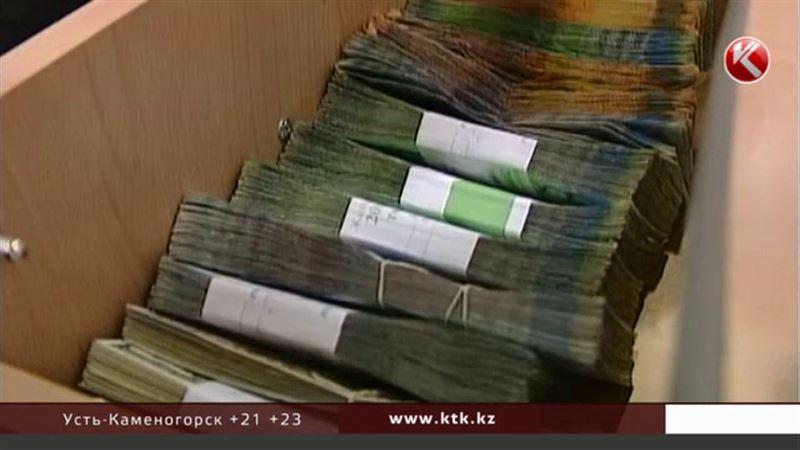 Правительство и Нацбанк готовы пересмотреть долларовые кредиты