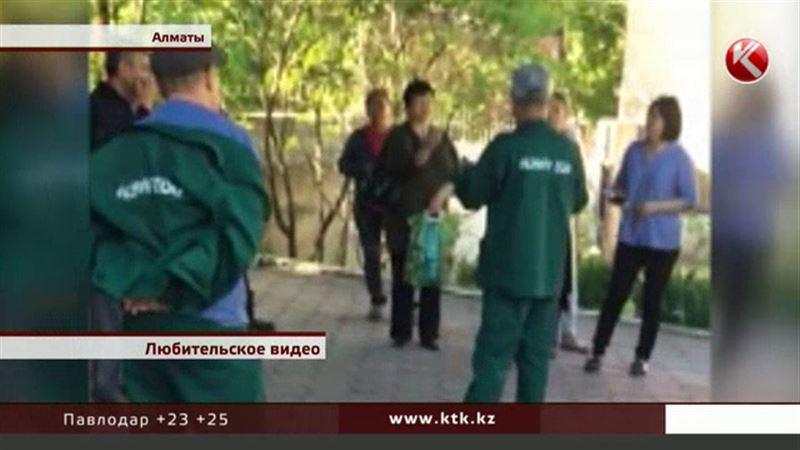 Питомцы Алматинского зоопарка вовремя не позавтракали – сотрудники бунтовали