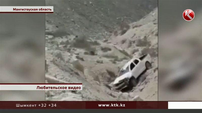 В Мангистауской области  автомобиль слетел в обрыв