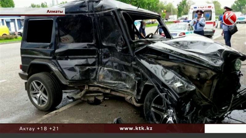 Свою версию аварии с автобусом рассказал водитель «Гелендвагена»