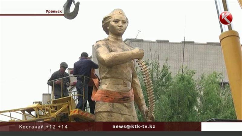 Жителей Уральска пугает цена новой скульптуры, которую хотят установить власти