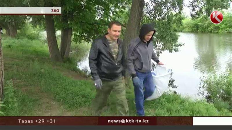 В ЗКО на берегах рек скопились тонны мусора