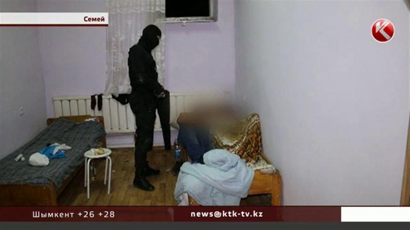 Полицейские Семея испортили рабочий день проституткам