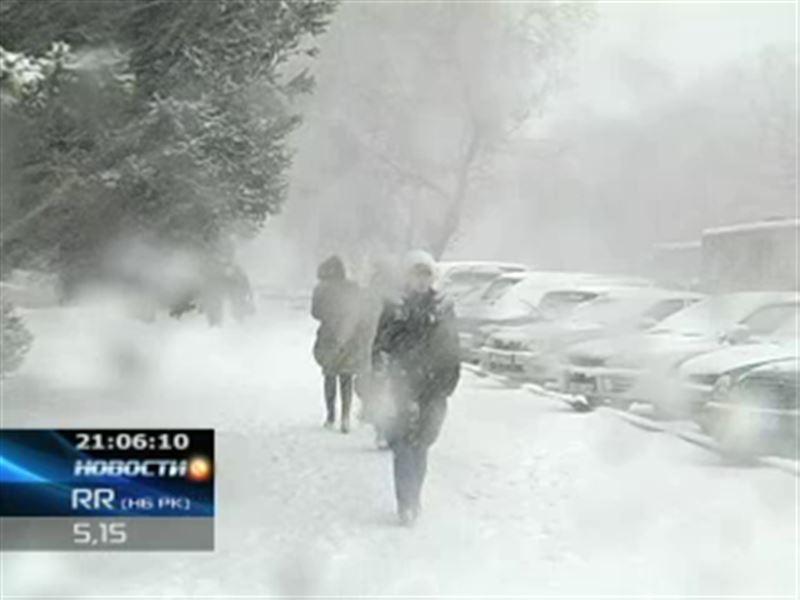 Восточный Казахстан снова замело снегом