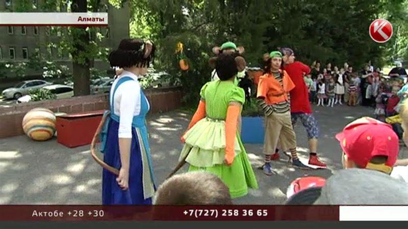 Праздник театра устроили для детей актеры Лермонтовки