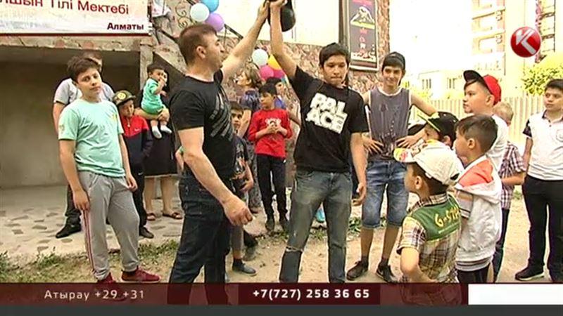 Легендарный казахстанский боец возрождает дворовые клубы в Алматы