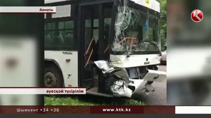 Мәселе: Алматыда автобус апатынан жапа шеккендерге көмек көрсетілмей жатыр