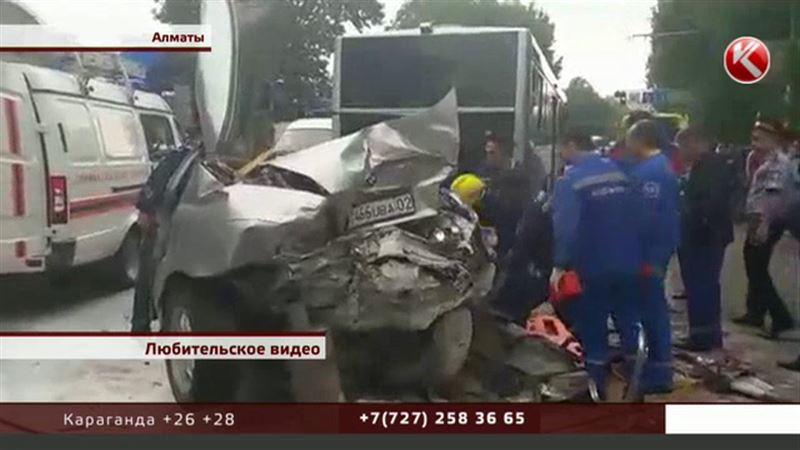 Крупное ДТП в Алматы: люди требуют восстановить машины и оплатить лечение
