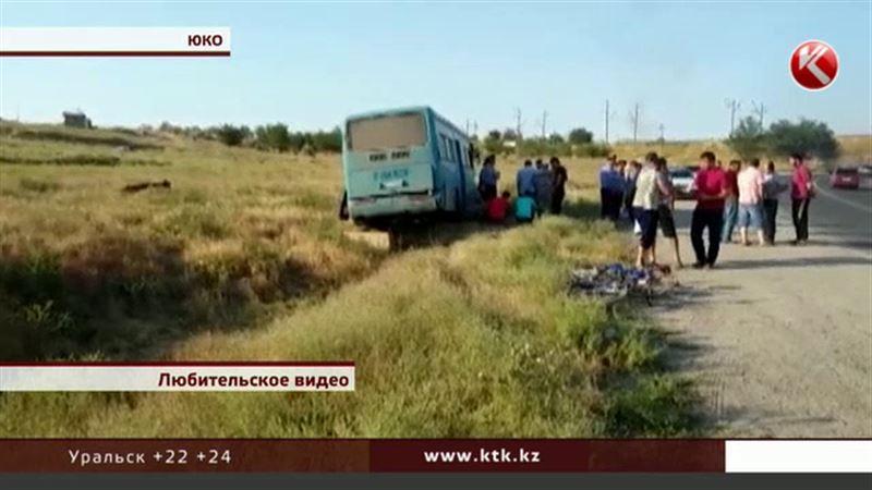 После крупной аварии под Шымкентом скончался мужчина