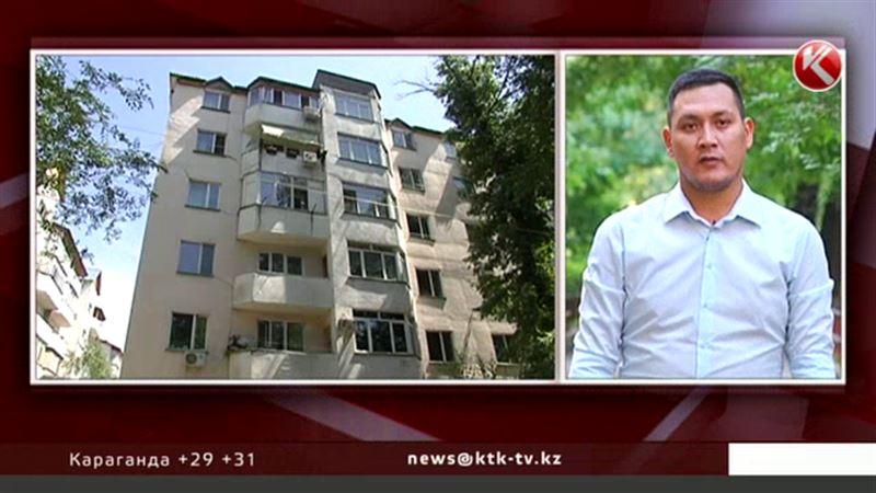 Жители алматинской многоэтажки утверждают, что она дала крен
