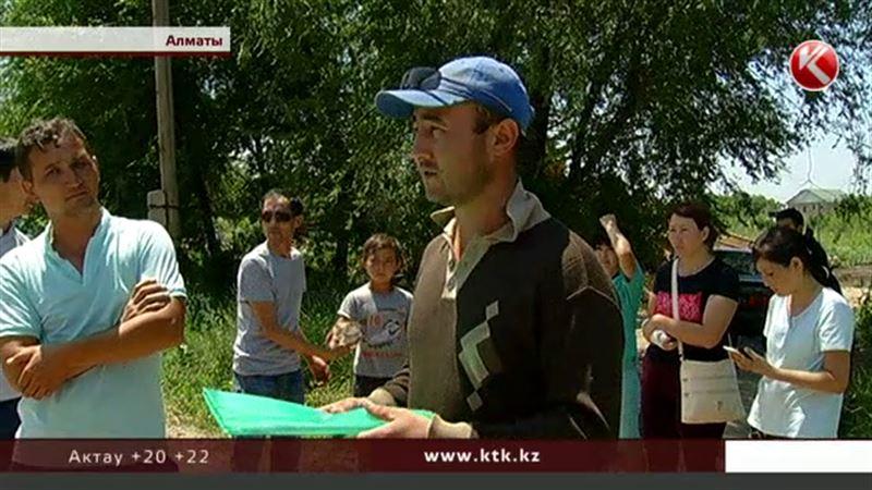 Алматинцы бросались под бульдозер, чтобы их дома не сносили