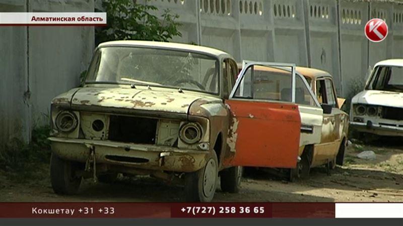 Южные регионы Казахстана не справляются с потоком автохлама