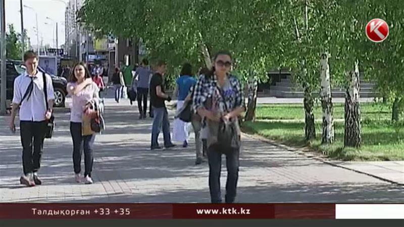 Пәрмен: Назарбаев зейнетақыны арттыратын заңға қол қойды