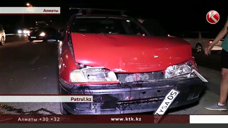 Участились аварии из-за ям на дорогах Алматы