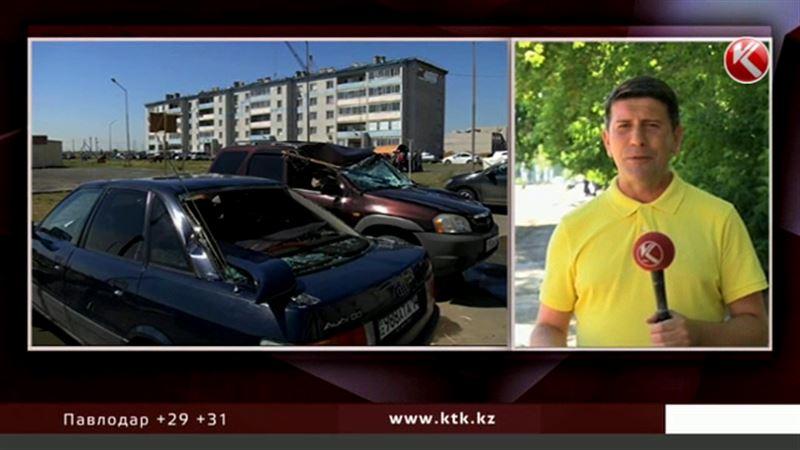 В Павлодаре рухнувшая крыша разбила 10 иномарок