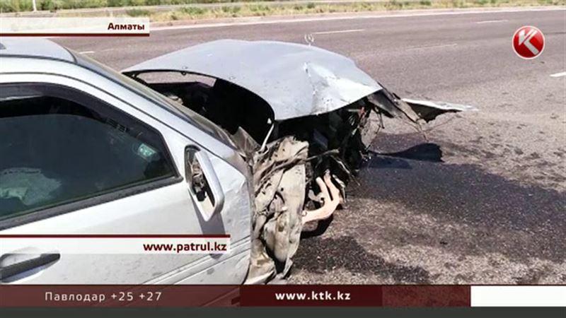 Чтобы достать пострадавших в ДТП, пришлось разрезать машину