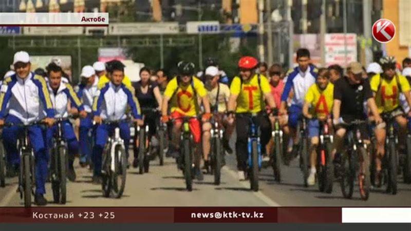 Актюбинцы сели на велосипеды и проехали 16 километров