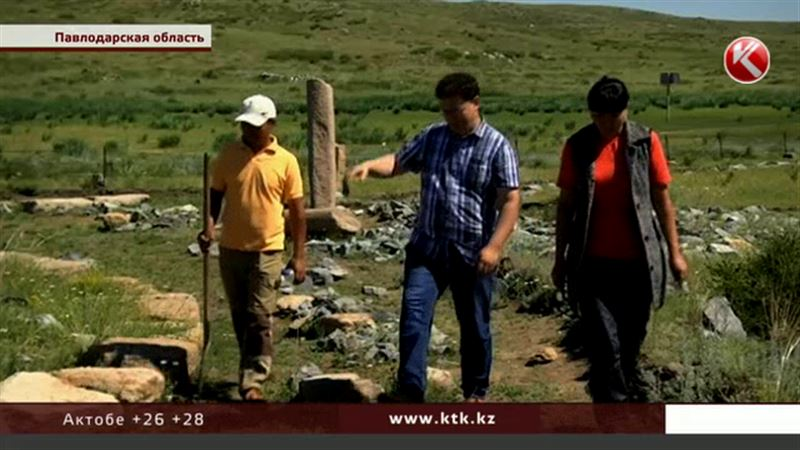 В Павлодарской области туристов поразил курган с усами