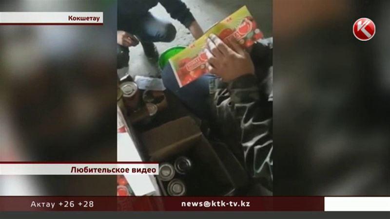Видео, как переклеивают этикетки на продуктах, возмутило потребителей