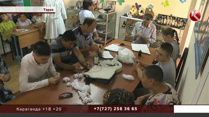Шахматы из войлока и фигурки из сакральных камней начали делать в Таразе