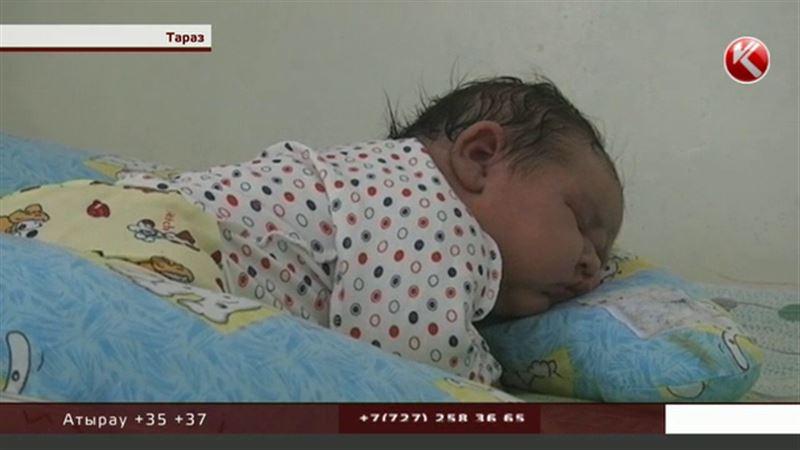 Шесть кило счастья: жительница Тараза родила гигантского ребенка