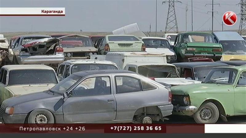 Первую партию старых автомобилей публично пустили под пресс