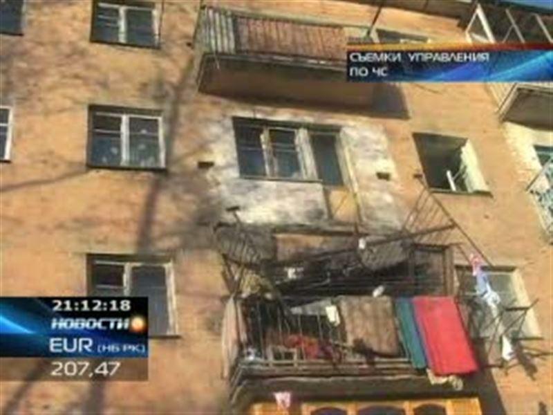В Усть-Каменогорске обрушился балкон одного из жилых домов