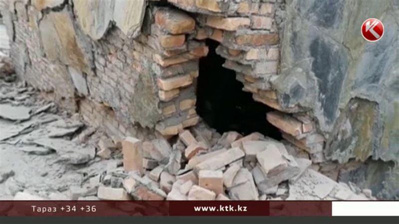 Ночное землетрясение разрушило в Китае больше 1000 домов