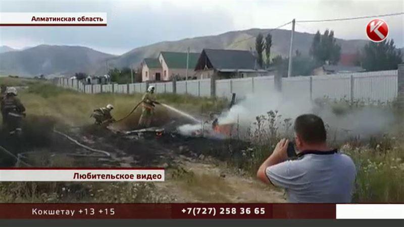 «Его опрокинул ветер» - очевидцы рассказали о крушении самолета в Алматинской области