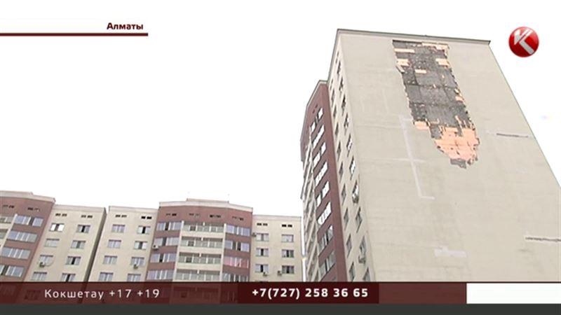 Никаких гарантий: подрядчики отказываются ремонтировать осыпающийся алматинский дом