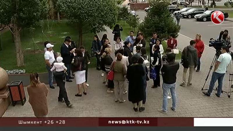 Родители абитуриентов устроили бунт возле Министерства образования