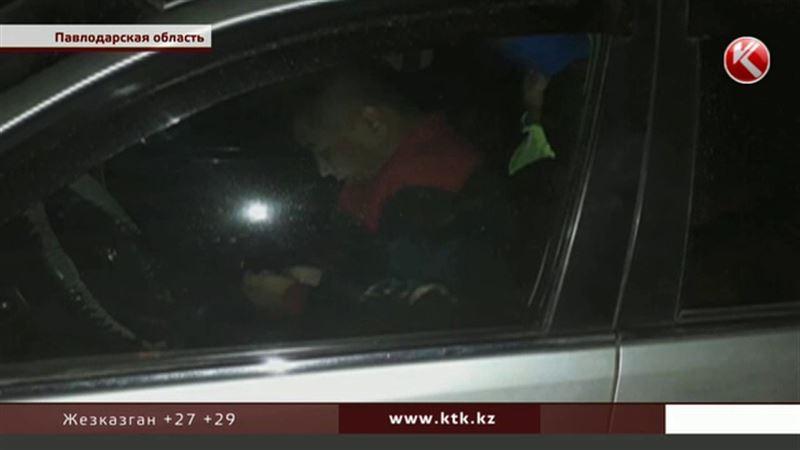 В Павлодарской области пьяный полицейский протаранил пять машин