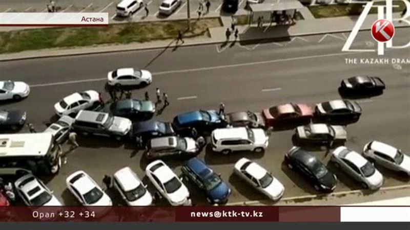 Астанада жолаушы толы автобус жол апатына себепкер болды