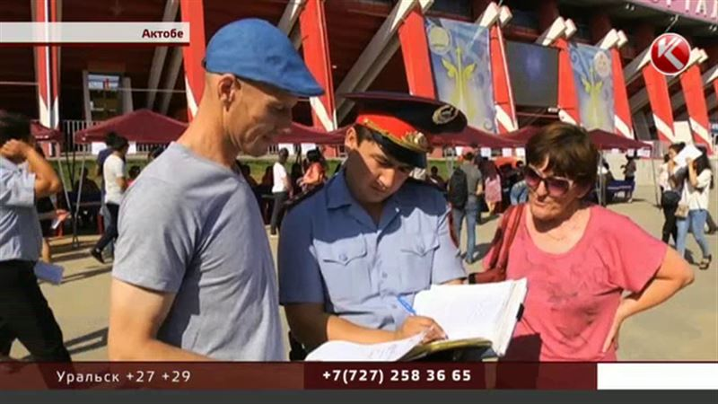 Актюбинские полицейские привели бывших заключенных на ярмарку