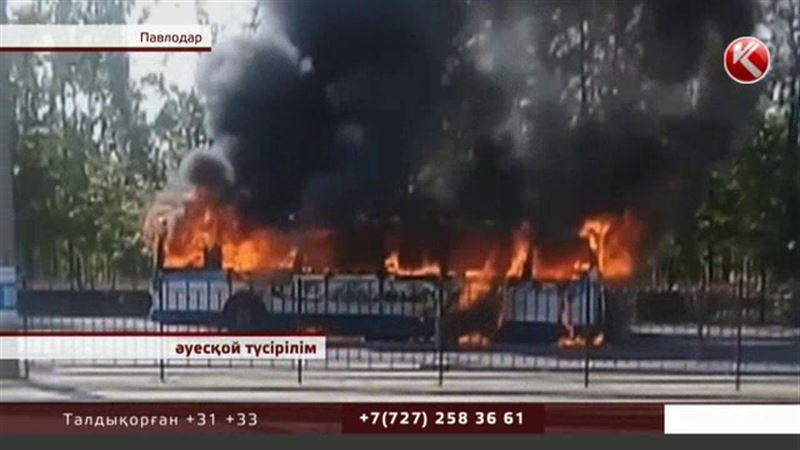 Оқыс оқиға: Павлодарда жолаушылар тасымалдайтын автобус түгі қалмай өртеніп кетті