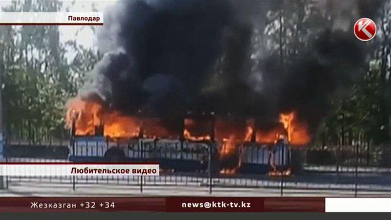 В Павлодаре дотла сгорел пассажирский автобус