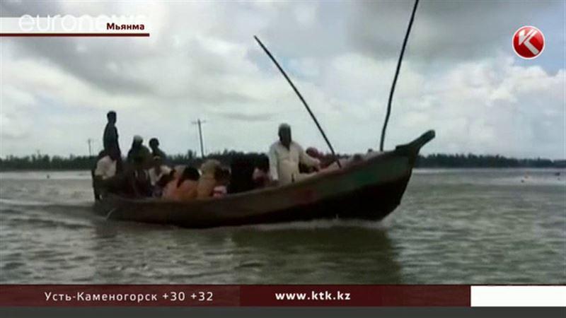 Беженцы из Мьянмы тысячами бегут в Бангладеш