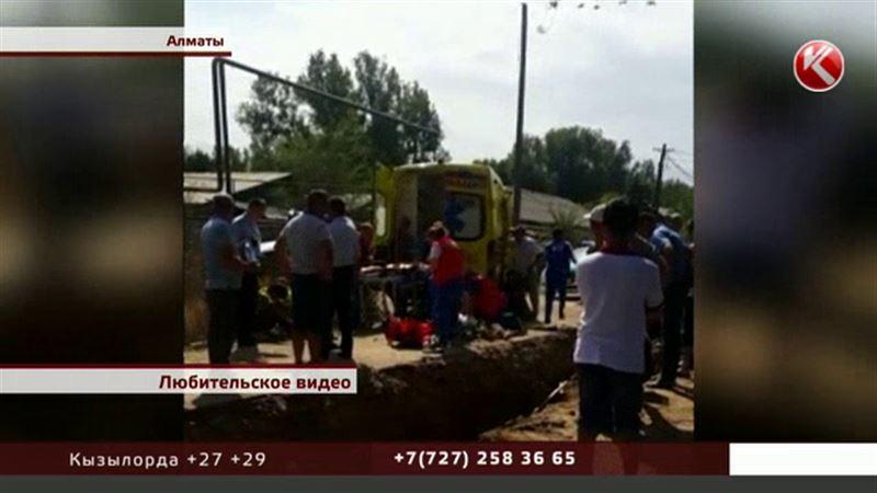 Алматинского рабочего, который провалился в яму, не спасли