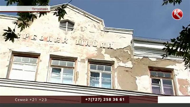 Тапшылық: Петропавлда мектеп жөндейтін құрылысшылар қат